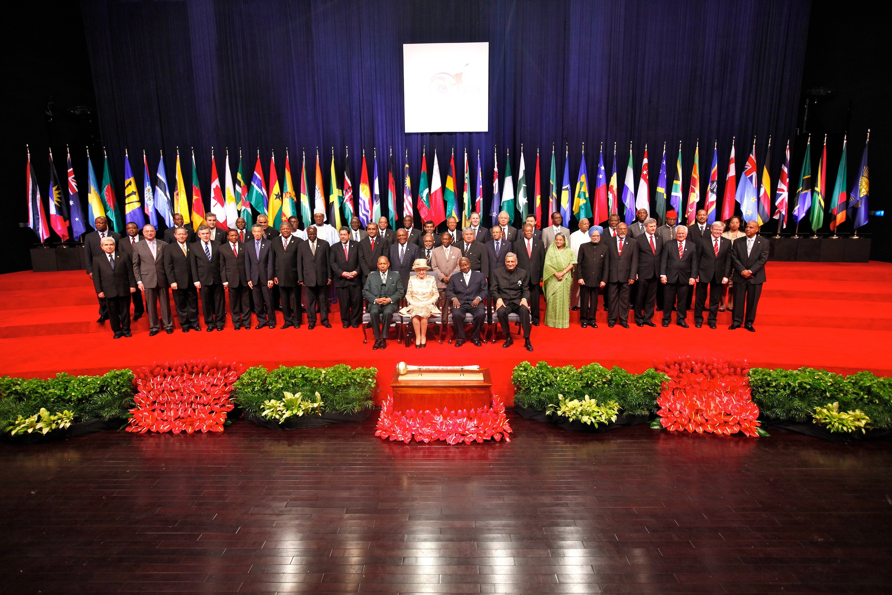 http://solarexpert.files.wordpress.com/2009/11/chogm2009heads.jpg